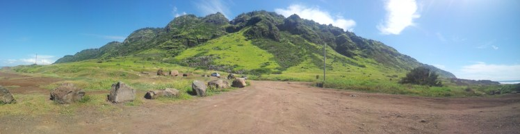Mountain ranges along the drive. This was close to Mokuleiwa after leaving Haleiwa