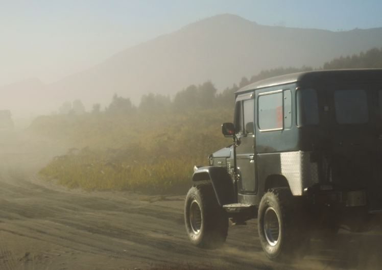 Driving that dusty road to  Bromo!