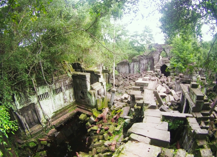 More ruins in Beng Mealea!
